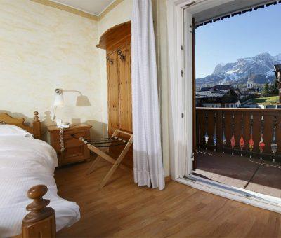Hotel meubl villa neve cortina d 39 ampezzo 3 stelle for Hotel meuble villa neve